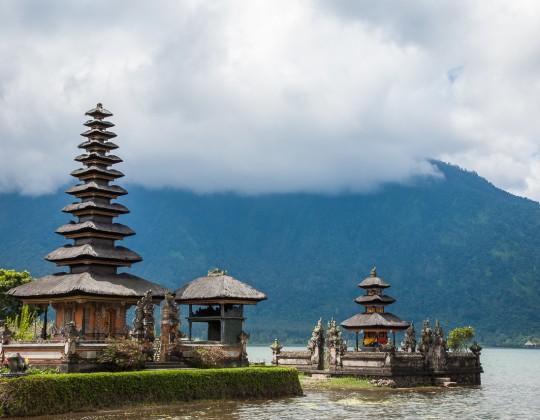 Pura Ulun Danu, templo sobre las aguas del lago Bratan, Bali