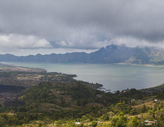 Lago Batur en el crater del volcan, Bali
